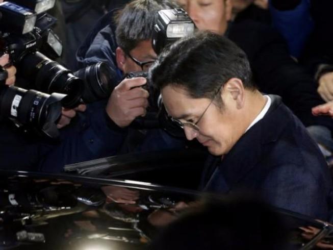 Phó Chủ tịch Samsung bị thẩm vấn liên tục 22 giờ
