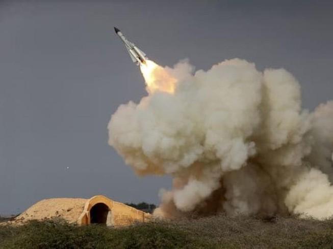 Iran tập trận, Trung Quốc thử tên lửa 'dằn mặt' Mỹ