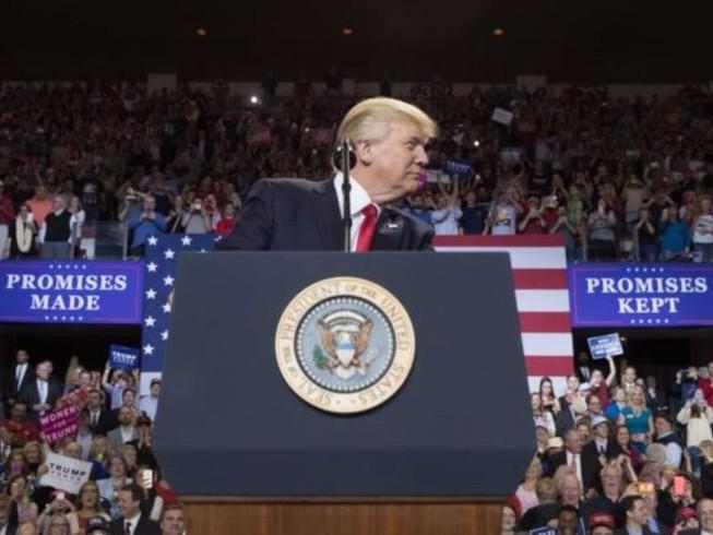 Tại sao Trump bất ngờ chuyển từ đối nội sang đối ngoại?