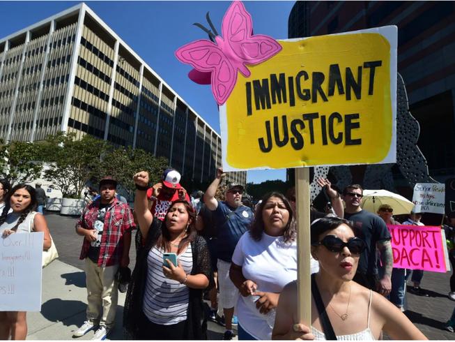 Ông Trump hủy chương trình hoãn trục xuất trẻ em