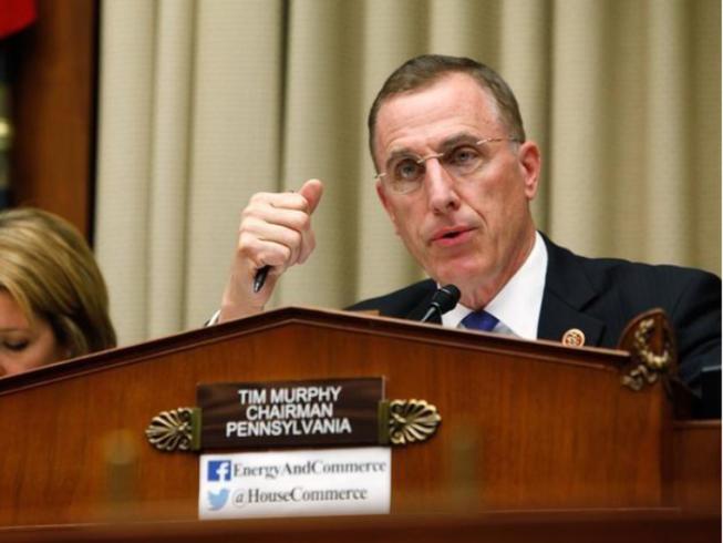 Nghị sĩ Mỹ mất chức vì bảo người tình phá thai