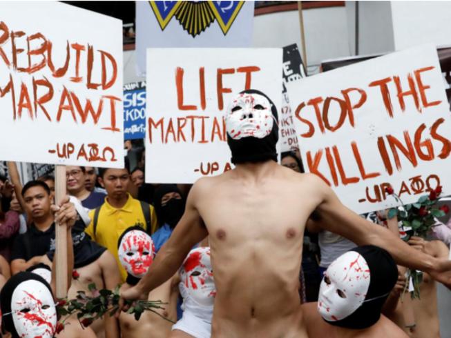 Philippines: Sinh viên khỏa thân biểu tình