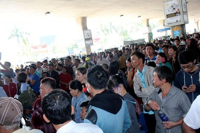 Sân bay Tân Sơn Nhất đón hơn 100.000 lượt khách/ ngày