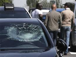 Chặn đầu đập phá ô tô vì bị vượt mặt
