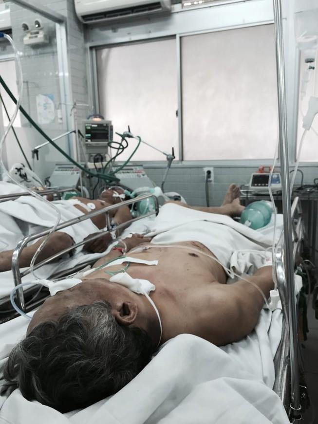 Ba người trong gia đình nằm gục bên vũng máu giữa đêm