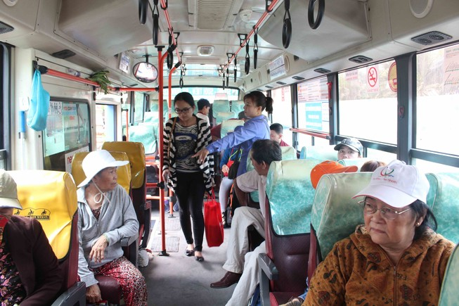 Ga Sài Gòn bắt đầu đón khách sau sự cố sập cầu Ghềnh
