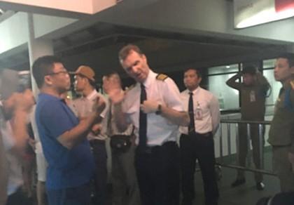 Máy bay Vietnam Airlines đi Hà Nội hạ cánh khẩn cấp... tại Lào