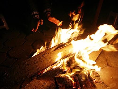 Mâu thuẫn, 9X đổ xăng đốt cháy ghe của ngư dân