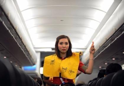 Hành khách tháo áo phao trên máy bay bị phạt 2 triệu đồng