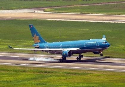 Đường cất-hạ cánh tại hai sân bay lớn nhất nước lún nứt cục bộ
