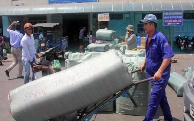 104 tấn hàng cứu trợ bão lũ được đường sắt vận chuyển