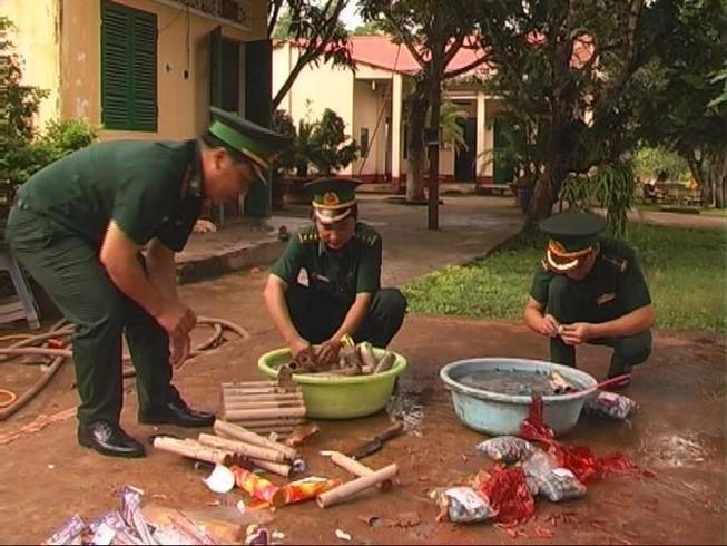 Tiêu hủy nhiều loại pháo buôn lậu từ Campuchia