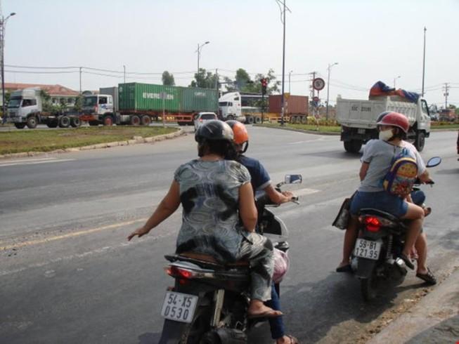 Cấm phương tiện lưu thông qua nút giao thông Mỹ Thủy