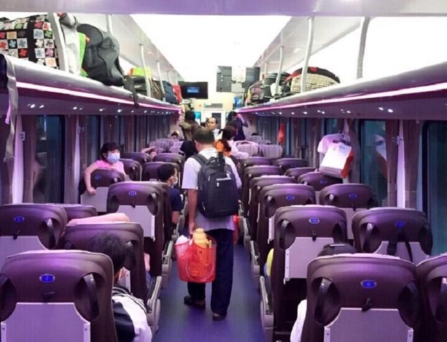 Ga Sài Gòn đóng mới nhiều toa xe phục vụ hành khách