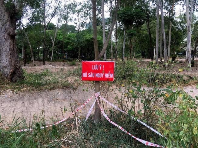 Hố sâu Công viên Gia Định đã được rào chắn