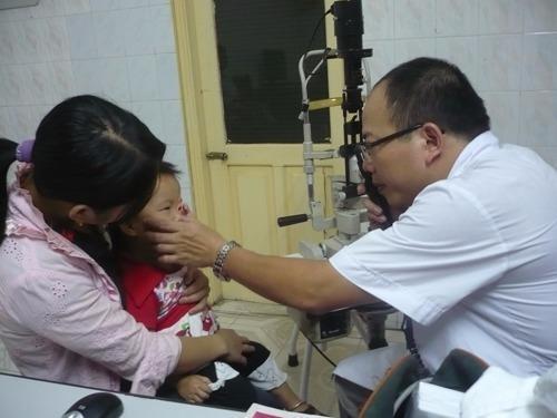 Bệnh thuỷ đậu bùng phát, dịch đau mắt đỏ tấn công sớm