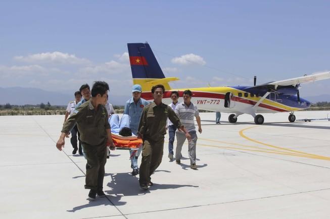 Điều thủy phi cơ đưa bệnh nhân ở Trường Sa vào đất liền