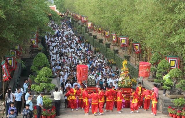 Hàng trăm người dân TP.HCM về dự Giỗ Tổ Hùng Vương