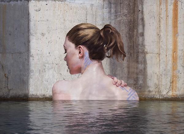 Thẫn thờ trước những bức tranh gái đẹp tắm sông được vẽ trên tường