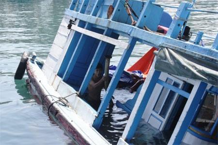 Tìm thấy 2 nạn nhân xấu số trong vụ chìm tàu do mưa giông