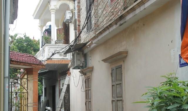 Phát hiện xác đôi nam nữ đang phân hủy trong căn nhà khóa kín cửa