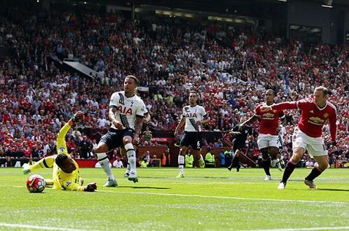 M.U thắng may Tottenham ở ngày mở màn Premier League