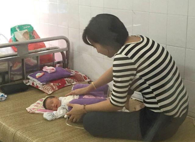 Một bé sơ sinh bị bỏ rơi kèm theo một bức thư