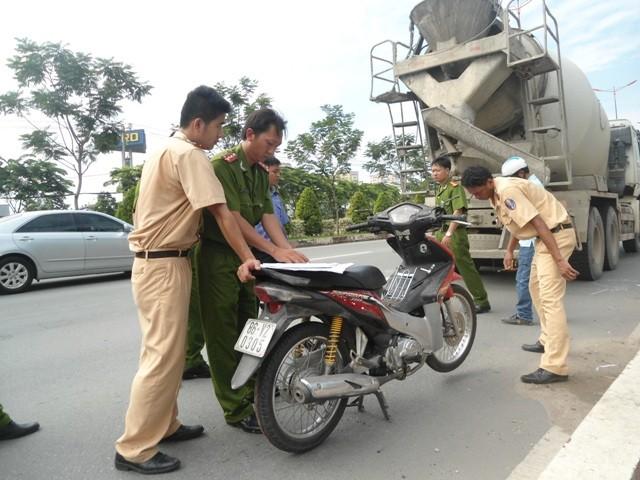 Xe bồn va chạm xe máy, hai nữ sinh chết thảm