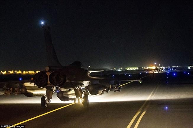 Máy bay chiến đấu Pháp sẵn sàng cho đợt không kích IS mới
