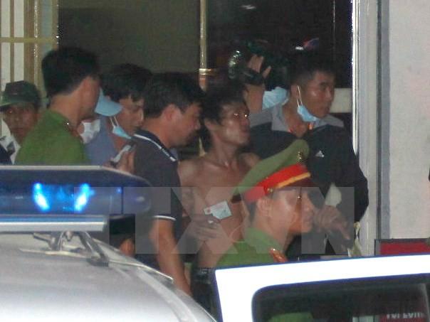 Nhân viên an ninh vất vả trấn áp đối tượng 'quậy' sân bay Nội Bài