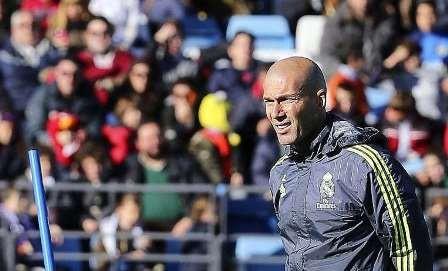 HLV Zidane nói gì khi ngồi 'ghế nóng' ở Real?