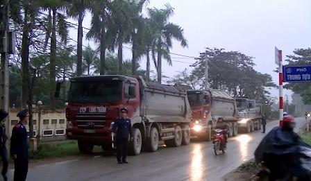 Clip Thanh tra giao thông xử lý hàng loạt xe tải chạy vào giờ cấm