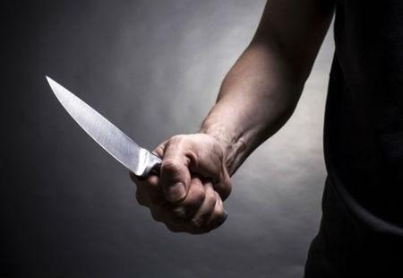 Khởi tố đối tượng đâm vợ tại trụ sở tòa án