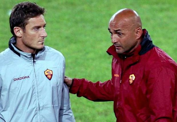 Mối quan hệ giữa Totti và HLV đang 'rạn nứt'