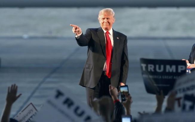 Đảng Cộng hòa vật vã ngăn cản tỉ phú Donald Trump