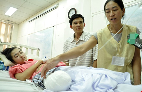 Yêu cầu Sở Y tế tỉnh Đắk Lắk xin lỗi nữ sinh bị cắt cụt chân