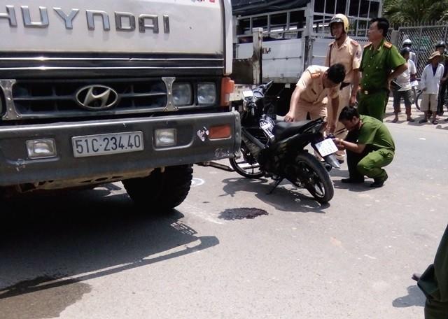 Một thiếu úy công an tử nạn khi va chạm với xe tải