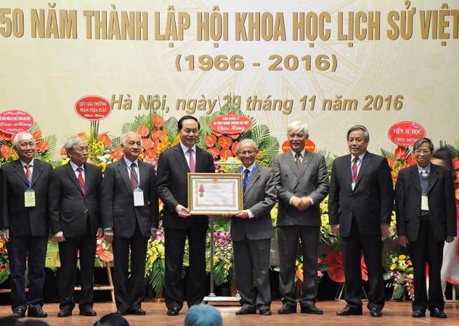 Phải hoàn thành việc biên soạn bộ Quốc sử Việt Nam