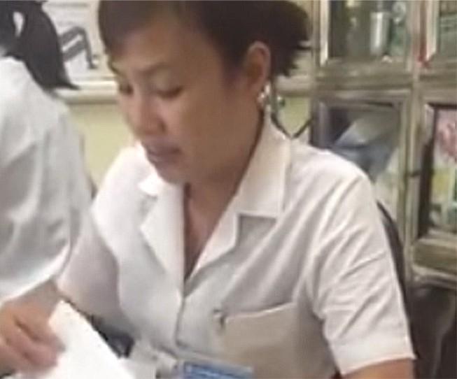 Nữ điều dưỡng bị chuyển công tác vì giao tiếp thiếu chuẩn mực