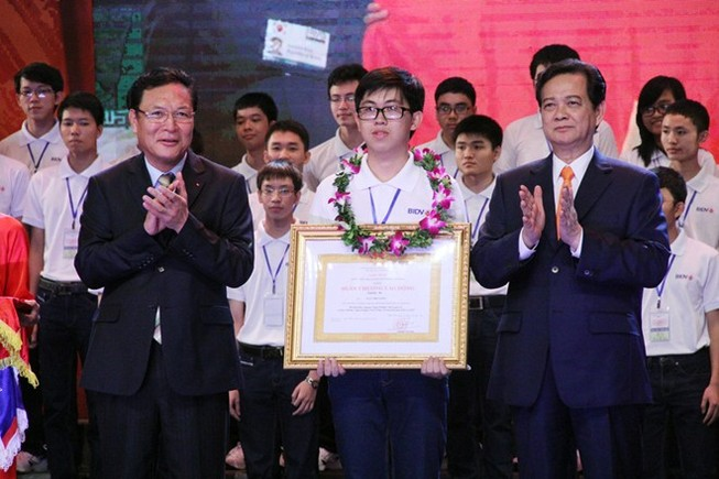 Thủ tướng trao bằng khen cho bảy học sinh đoạt huy chương vàng Olympic