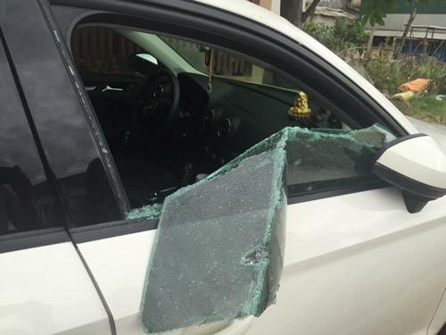 Điều tra vụ đập kính xe ô tô trộm iPad, điện thoại, 60 triệu đồng  