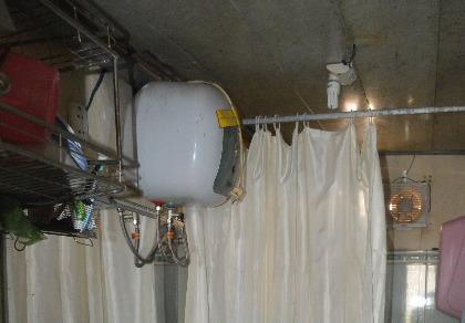 Rò điện từ máy nước nóng, 2 mẹ con tử vong