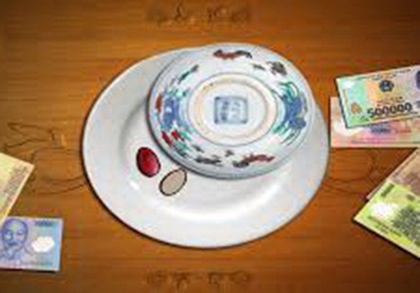20 con bạc say sưa đánh xóc đĩa trong nhà