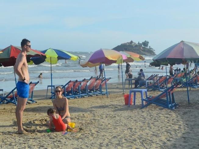 Hết Tết, Vũng Tàu vẫn thu hút đông người dân, du khách