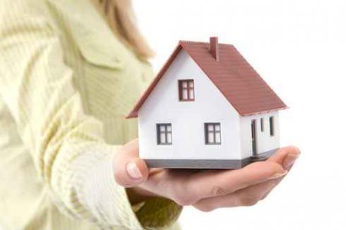 Mẹ cho riêng căn nhà, chồng đòi đứng tên chung được không?