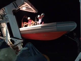 Đà Nẵng: Cứu hai thuyền viên gặp nạn trên biển