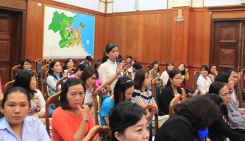 Chủ tịch TP Đà Nẵng đối thoại với chị em phụ nữ