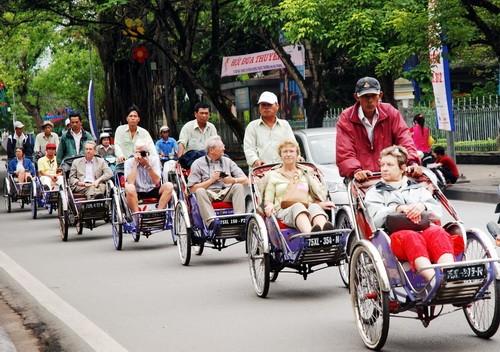 Đà Nẵng: Bệnh nhân, người đạp xích lô đều được hỗ trợ tiền ăn tết