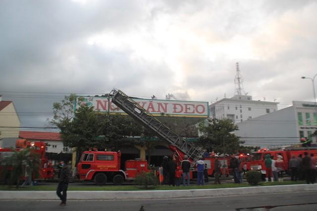 Đà Nẵng: Cháy lớn tại salon gỗ Ngô Văn Đeo