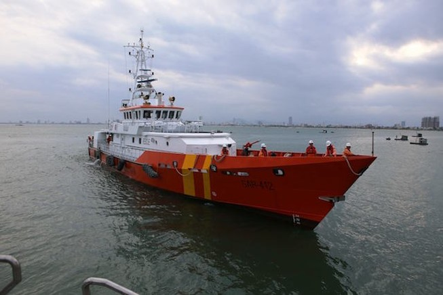 Đà Nẵng: Chìm tàu, 10 người thoát chết